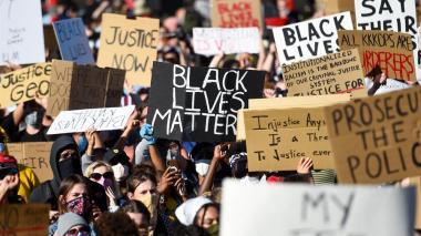 Protestas no amainan en EE.UU., que ahora incluyen cacerolazos