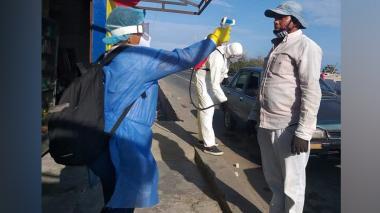 Jornada de desinfección y toma de temperaturas en Pueblo viejo