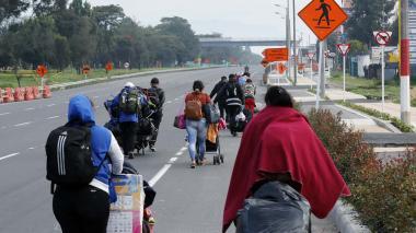 Migrantes venezolanos buscan retornar a su país en medio de la pandemia.