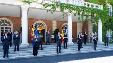 Con minuto de silencio, España termina luto oficial por los muertos de COVID