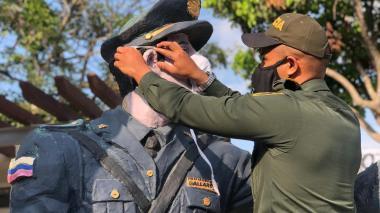 Policía refuerza medidas contra COVID-19 tras muerte de patrulleros