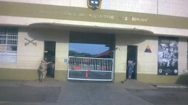 El Batallón Santa Bárbara está localizado en predios del Batallón Juan José Rondón y frente a esta sede militar en el municipio Distracción.