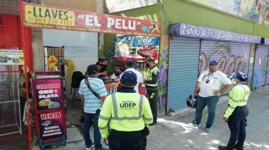 Negocios en el centro de Santa Marta reabren ante la 'lupa' de las autoridades