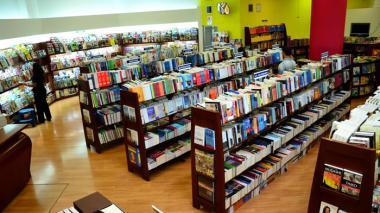 Estantes de libros en la Librería Nacional, en el Centro Comercial Buenavista de Barranquilla.