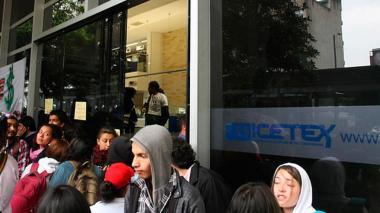 Estudiantes en instalaciones del Icetex. Imagen de referencia.