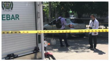 Asesinan a mujer dentro de su vehículo