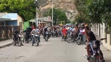 En video | Multitudinario sepelio en Gaira, en plena crisis de la COVID-19