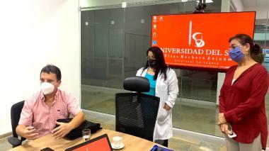 Juan Manuel Benedetti en la instalación de la sala de crisis o sala de análisis situacional en la sede de la Universidad del Sinú en Cartagena.