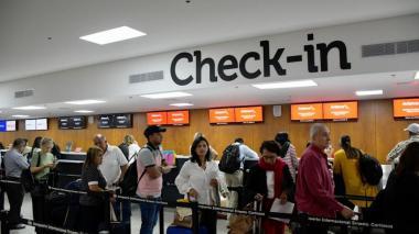 Aspecto de la zona de Check-in en el aeropuerto Ernesto Cortissoz antes de la declaratoria de aislamiento preventivo.