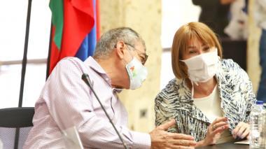 La ministra del Interior, Alicia Arango, y el alcalde de Cartagena, William Dau, en el PMU que se reunió este viernes para analizar los avances contra el coronavirus.