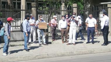 Abogados exigen que abran los juzgados del país