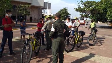 La Policía Metropolitana realiza control estricto a los ciudadanos en cumplimiento del Pico y cédula.