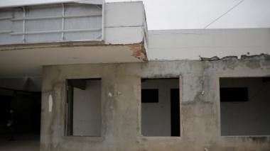 Obras paralizadas del Hospital del barrio El Pozón.