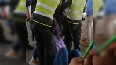 En video   Rechazan agresión policial contra  periodista