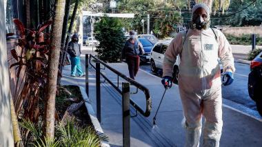 La OMS alerta por las persistentes curvas al alza de la pandemia en América
