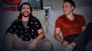 Los artistas colombianos Juanes y Fonseca.