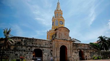 Plaza en Cartagena donde se encuentra la torre del reloj, uno de los atractivos turísticos de la ciudad.