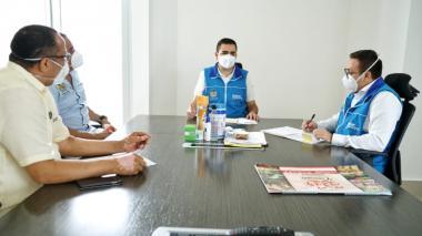 El gobernador Blel cuando presidía la reunión con representantes de la Universidad de Cartagena, entre ellos el rector