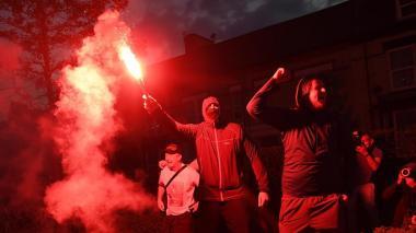 Los aficionados del Liverpool salen a la calle para celebrar el título
