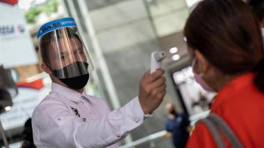 Suben los contagios locales de COVID-19 en Venezuela y bajan los importados