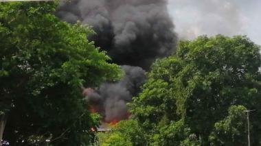 En video | Incendio consume un almacén de variedades en Mompox, Bolívar