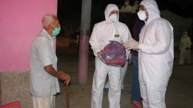 Entregan ayudas en los barrios que se cerraron en Riohacha