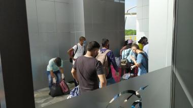 Denuncian incumplimiento de protocolos en vuelo humanitario