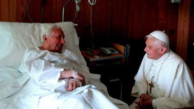 El papa Francisco envía su pésame a Benedicto XVI por la muerte de su hermano