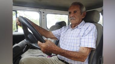"""Leandro Sierra, """"el médico del pueblo"""" que el coronavirus se llevó"""