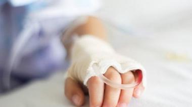En estado de coma, niña de cuatro años que fue violada y golpeada