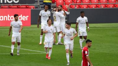 Sergio Ramos celebra con sus compañeros el tanto anotado de penal.