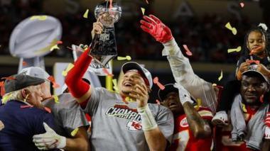 Patrick Mahomes y Chiefs acuerdan extensión por 10 años y más de 400 millones