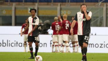 Juan Guillermo Cuadrado y el argentino Gonzalo Higuaín lamentan la derrota de la Juventus.