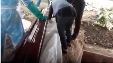 Clínica responsabiliza a funeraria del error en entrega de cadáver en Sucre