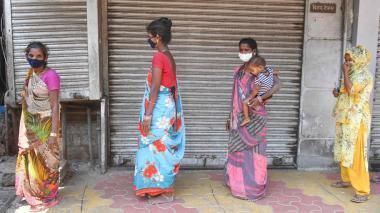 Ataúdes gratis en India para enterrar con dignidad a las víctimas de COVID-19