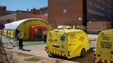 Hospital de campaña, formado por tres módulos independientes, junto al Hospital Universitario Arnau de Vilanova de Lleida, ante los nuevos brotes de coronavirus surgidos en los últimos días.
