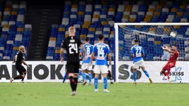 David Ospina interviene durante el partido entre Napoli y Milan.