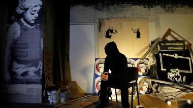 Banksy dibuja en el metro de Londres para impulsar el uso de la mascarilla