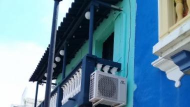 La instalación de aires acondicionados en las fachadas de los inmuebles patrimoniales del Centro Histórico de Cartagena no está permitida.