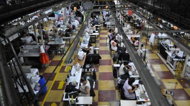 Caída de la industria en mayo llegó al 26,2%