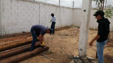 Personal de Aguas de la Península trabajan en Carraipía.