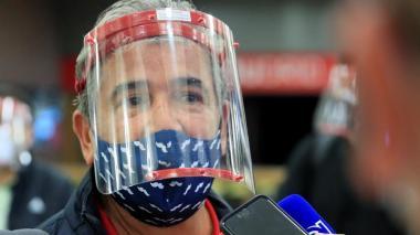 Jorge Luis Pinto viajó en el 'Vuelo del deporte' con todas las medidas de seguridad.