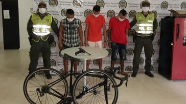 Capturan a tres supuestos ladrones de bicicletas en el Norte de Barranquilla