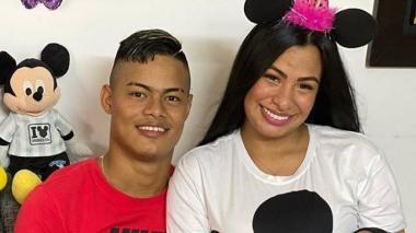 El delantero de Junior Luis Sandoval y su señora esposa.