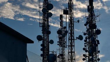 Claro y Tigo despliegan infraestructura en la banda de 700Mhz