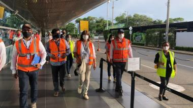 El director de la Aerocivil,Juan Carlos Salazar, encabezó la visita de inspección al aeropuerto Rafael Núñez de Cartagena.