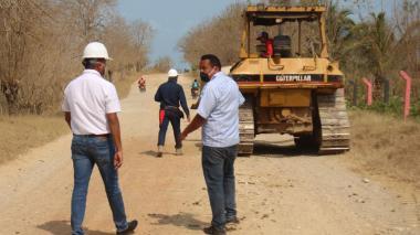 Garantizan recursos para pavimentar la vía Santa Lucía - Moñitos