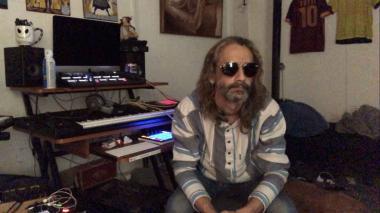 Lucho Senior nació en Miami, pero se crió en Barranquilla. En el año 2000 volvió a radicarse en Estados Unidos. Hoy día vive en Orlando, donde trabaja.