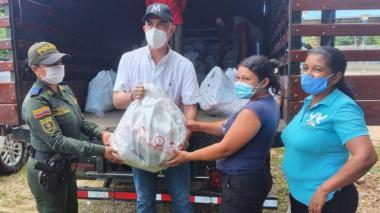 Entregan ayudas humanitarias a familias desplazadas en San José de Uré