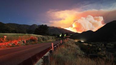 Incendio forestal cerca de Los Ángeles quema más de 10.700 hectáreas